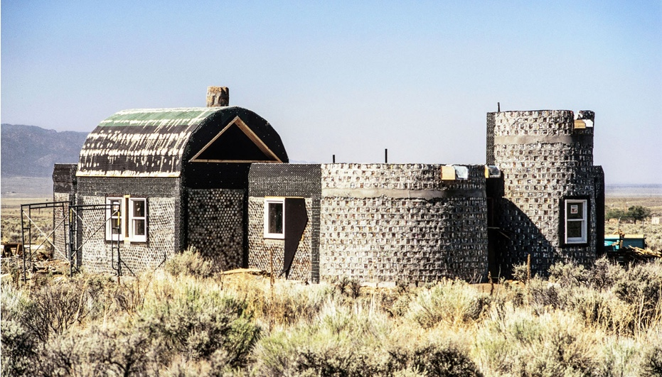 David Hiser. Experimental home built with empty cans, 1972. © Environment Protection Agency